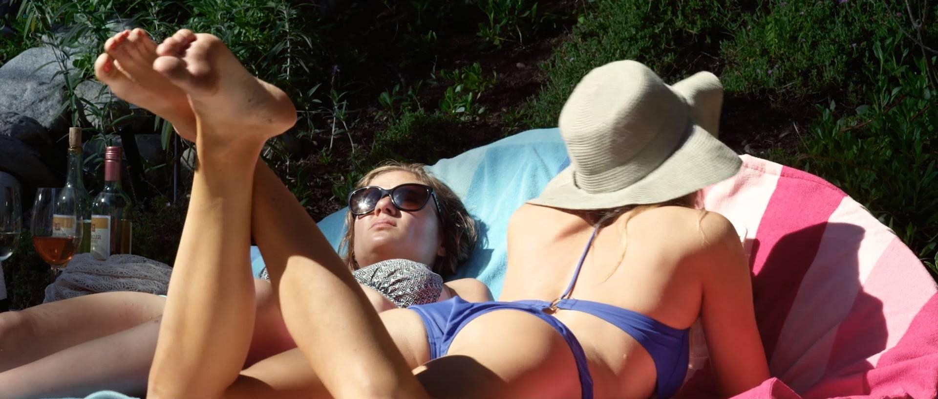 Andrea nackt Hunt Julie Bowen