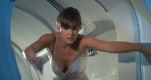 Carey Lowell hot leggy Talisa Soto hot and sexy - Licence to Kill (1989) HD 1080p BluRay (11)