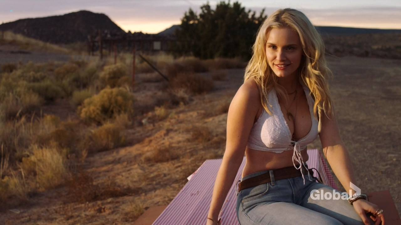 Taylor Black hot cleavage and Sarah Ramos hot - Midnight Texas (2017) s1e4 HDTV 720p (10)