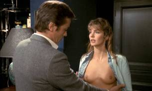 Anne Parillaud nude full frontal Marie-Christine Descouard bush and Andréa Ferréol topless - Le battant (FR-1983) (13)