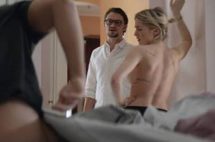 Ashley Benson hot Addison Timlin nude side boob – Chronically Metropolitan (2016) HD 1080p