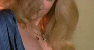 Catherine Deneuve nude topless - L'Agression (FR-1975) (3)