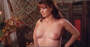 Edwige Fenech nude topless - Taxi Girl (IT-1977) (8)