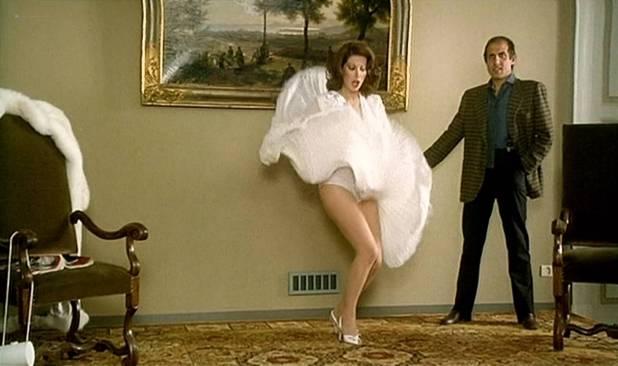 Edwige Fenech nude brief topless - Asso (IT-1981) HD 1080p BluRay (3)