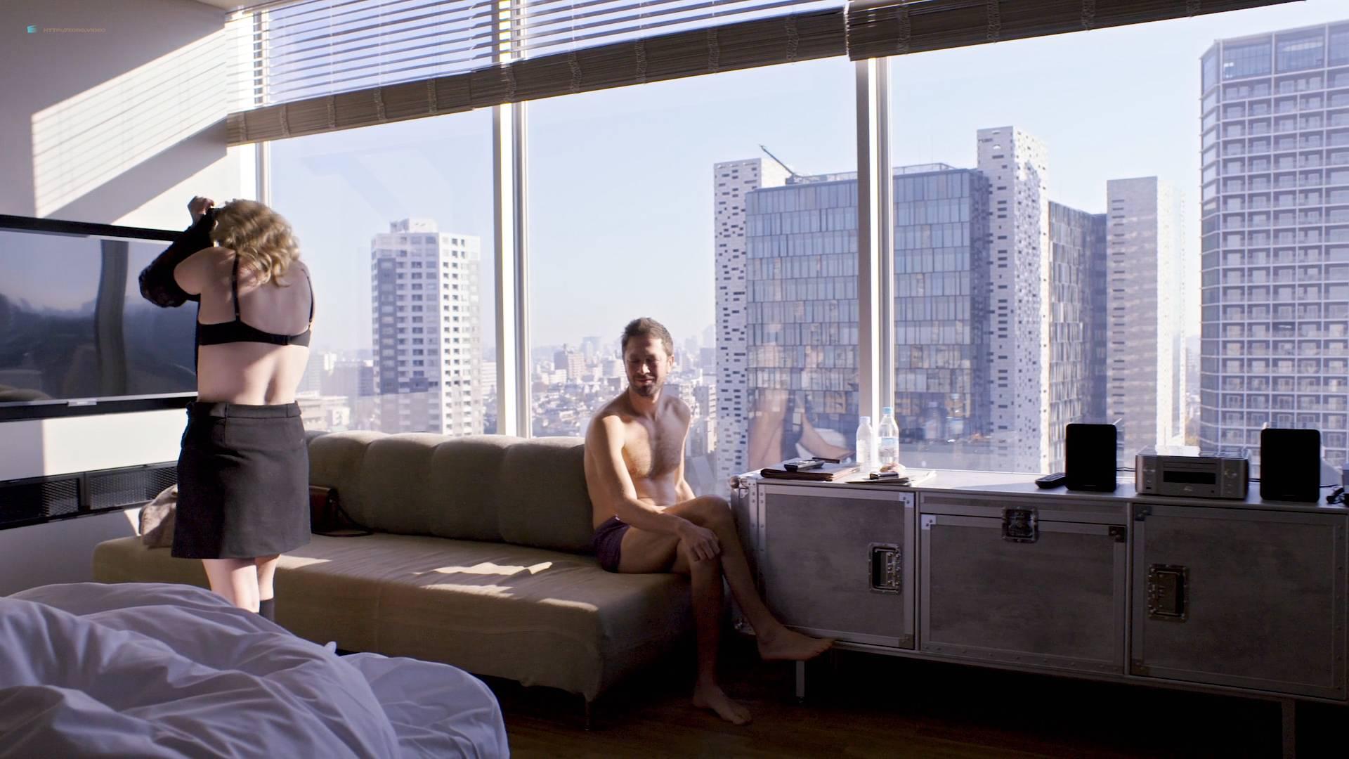 Elisabeth Moss hot some mild sex - Tokyo Project (2017) HD 1080p Web (2)