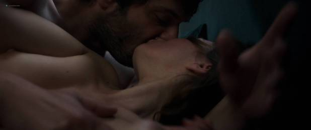 María Valverde nude nipples and sex - Ce qui nous lie (FR-2017) HD 1080p BluRay (2)