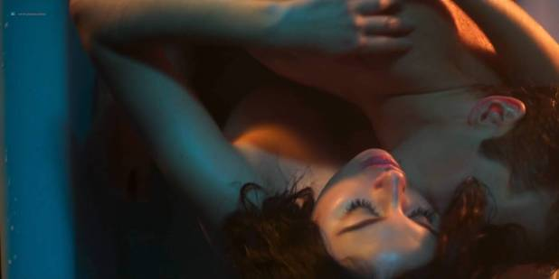 Blanca Suárez nude sex in the bath Ana Polvorosa and Ana Fernández lesbian and threesome - Cable Girls (ES-2017) S1 HD 1080p (7)