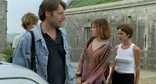 Alexia Stresi nude topless Lou Doillon and Elise Perrier - Trop (peu) d'amour (FR-1998) (7)