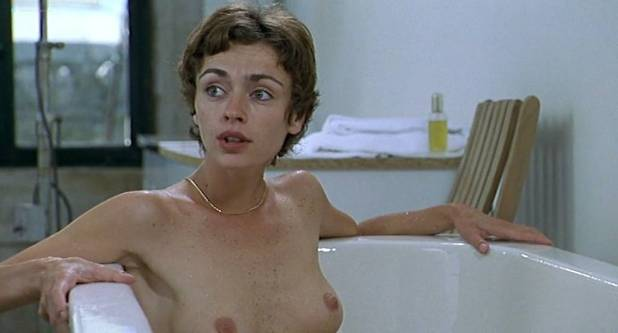 Alexia Stresi nude topless Lou Doillon and Elise Perrier - Trop (peu) d'amour (FR-1998) (3)