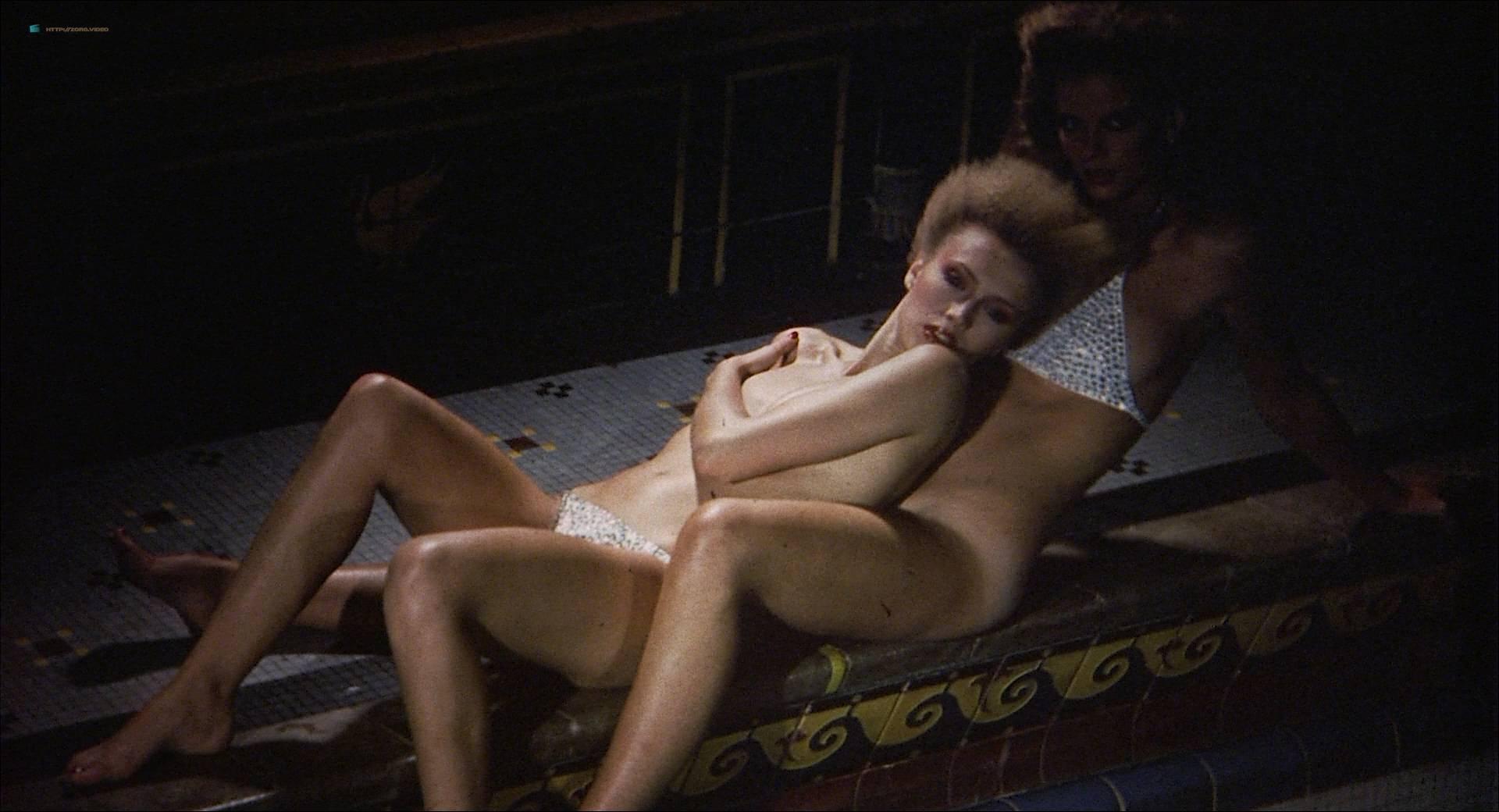 Darlanne Fluegel nude topless Lisa Taylor and Rita Tellone nude topless too - Eyes of Laura Mars (1978) HD 1080p BluRay (15)