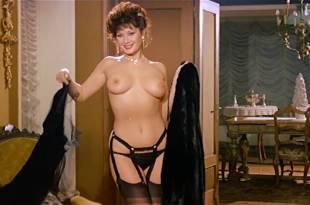 Edwige Fenech nude topless and Barbara Bouchet hot leggy – La moglie in vacanza… l'amante in città (IT-1980)