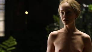 Lotte Verbeek nude butt and boobs - Outlander (2017) s3e12 HD 720 -1080p (5)