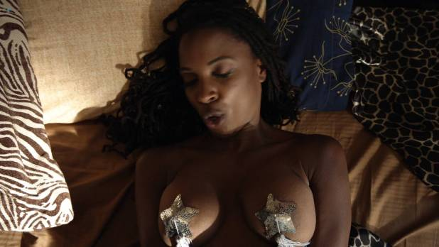 Shanola Hampton and Isidora Goreshter hot lesbian sex and threesome – Shameless (2017) s8e6 HD 1080p (6)