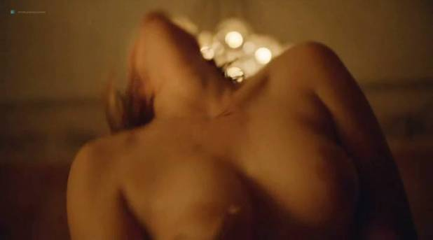 Elisabeth Moss hot sex topless - Square (2017) (6)