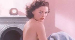 Emily Lloyd hot and sexy Patsy Kensit hot - Chicago Joe and the Showgirl (1990) (3)