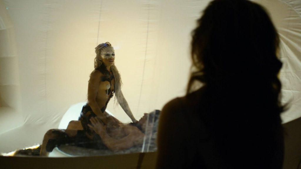Essie Davis topless Anna Paquin, Rachelle Lefevre, Juno Temple hot and sexy - P.K.D Electric Dreams (2017) s1e5-6-8 HD 1080p (7)