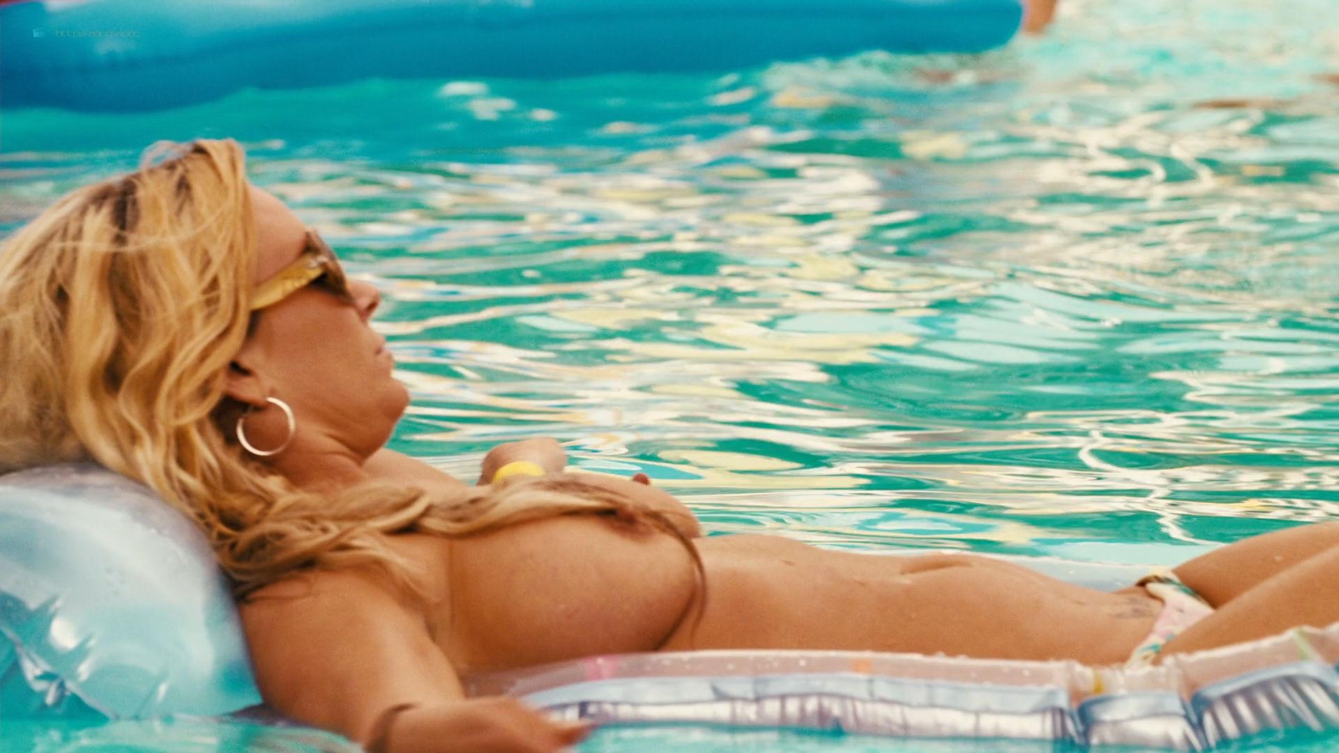 Irina Voronina full frontal nude Katrina Bowden hot - Piranha 3DD (2012) HD 1080p (15)