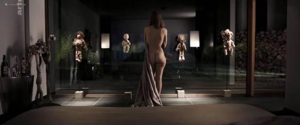 Isild Le Besco nude butt - Les brigands (FR-2014) HDTV 720p (7)