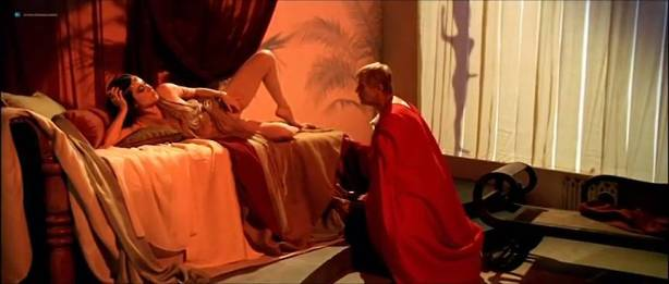 Alessandra Negrini nude butt Karine Carvalho and others nude too - Cleopatra (BR-2007) (16)
