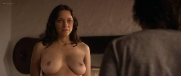 Marion Cotillard nude full frontal Alba Rohrwacher nude nipple - Les fantômes d'Ismaël (FR-2017) HD 1080p BluRay (7)