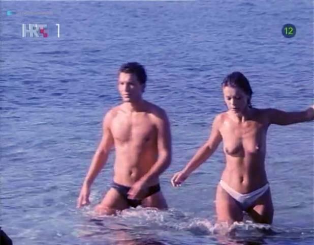 Neda Arneric nude sex on the beach - Haloa - praznik kurvi (YU-1988) (10)