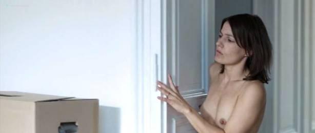 Nicolette Krebitz nude bush, full frontal and sex - Unter dir die Stadt (DE-2010) (9)