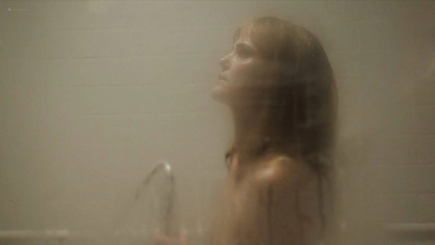 Keri Russell nude but covered in shower - The Americans(2018) S06E01 HD 1080p WEB (4)