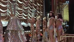 Sara Eckhardt nude butt Karen Kohlhaas nude and wet - Things Change (1988) HD 1080p WEB (7)