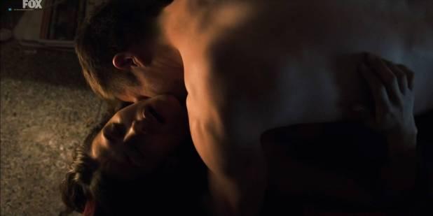Karima McAdams nude sideboob and some sex - Deep State (UK-2018) s1e1 HD 1080p (5)