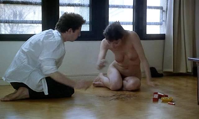 Marion Cotillard nude topless Emmanuelle Devos and Marianne Denicourt nude too - Comment je me suis disputé... (ma vie sexuelle) (FR-1996) (3)