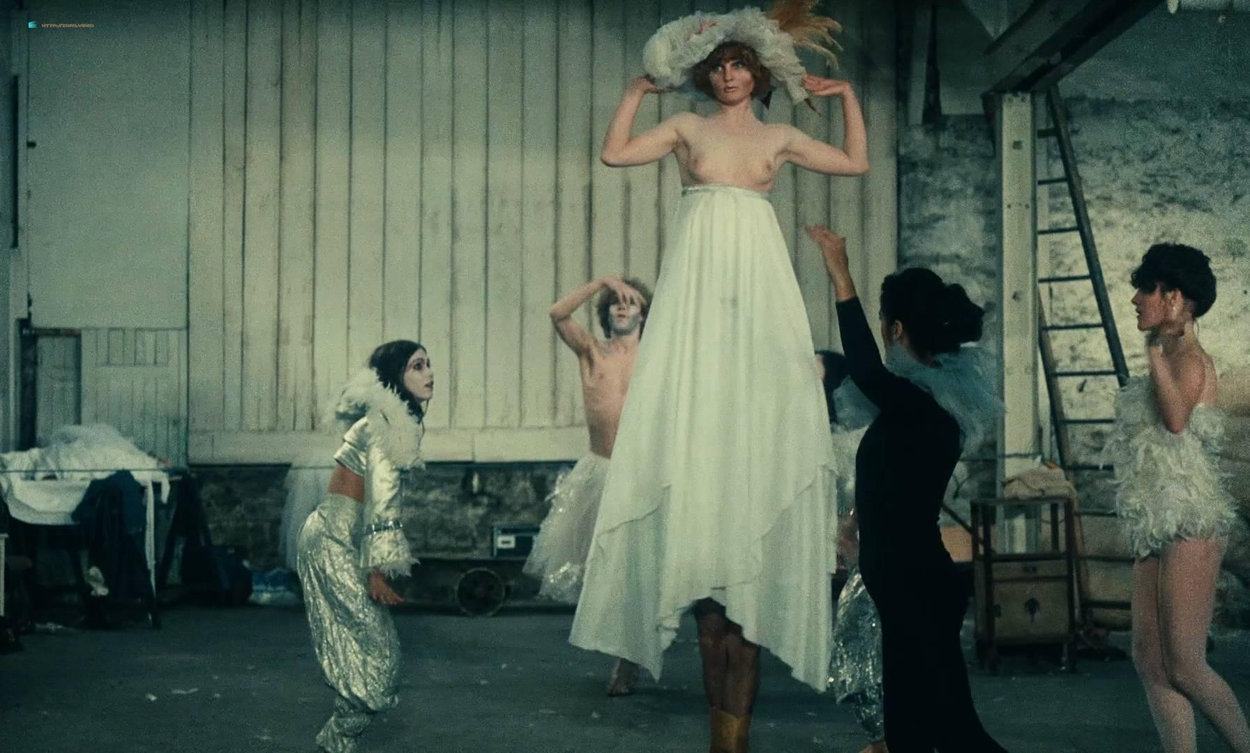 Thérèse Liotard nude topless and Valérie Mairesse nude full frontal - L' une chante, l'autre pas (FR-1977) HD 1080p (9)