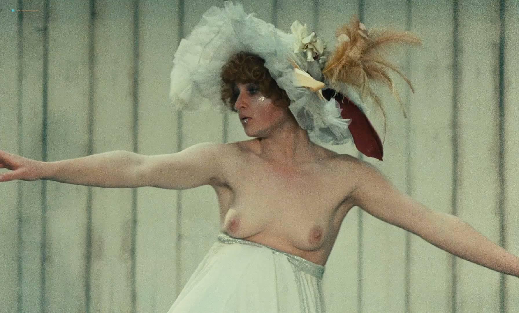 Thérèse Liotard nude topless and Valérie Mairesse nude full frontal - L' une chante, l'autre pas (FR-1977) HD 1080p (8)