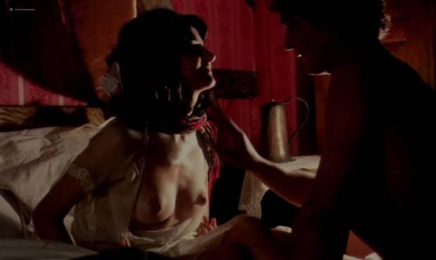 Geneviève Bujold nude topless - Kamouraska (1973) (8)