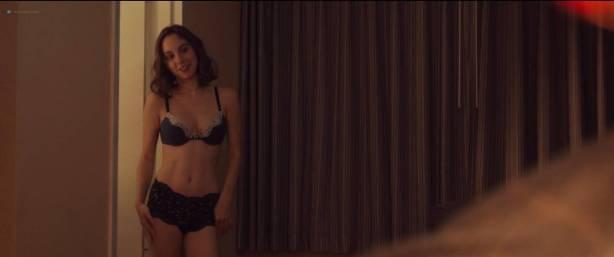 Madeline Weinstein nude nipple and sex Sophie Faulkenberry hot sex Alex Strangelove (2018) HD 1080p (11)