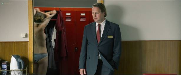 Vicky Krieps nude topless Lena Lauzemis nude lesbian - Das Zimmermädchen Lynn (DE-2014) HD 1080p Web (12)