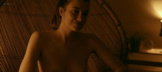 Camille Claris nude topless, butt and sex - Les étoiles restantes (FR-2016) HD 1080p (7)
