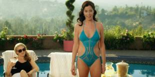 Jennifer Bartels hot bikini and sex Mena Suvari and others hot - American Woman (2018) s1e6  HD 1080p
