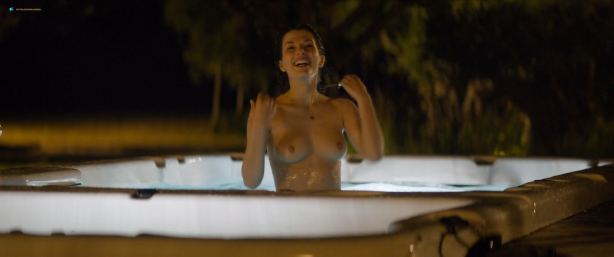 Sarah Bonrepaux nude topless in the pool and Alice David hot bikini - Monsieur Je-Sais-Tout (FR-2018) HD 1080p Web (6)