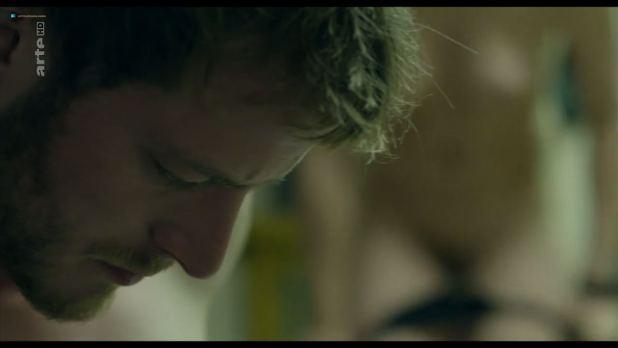 Chloé Petit nude topless - Transferts (2017) s1e4 HD 720p (11)