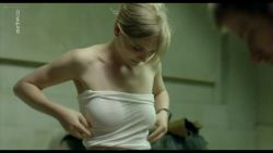 Chloé Petit nude topless - Transferts (2017) s1e4 HD 720p (7)
