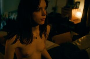 Stacy Martin nude topless and sex – Joueurs (FR-2018) HD 1080p WEB