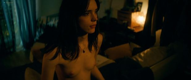Stacy Martin nude topless and sex - Joueurs (FR-2018) HD 1080p WEB (9)