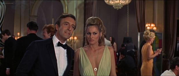 Ursula Andress hot Daliah Lavi and others sexy - Casino Royale (1967) HD 1080p BluRay (6)