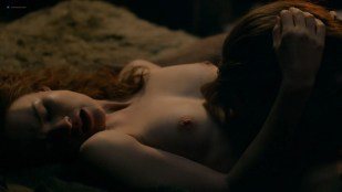 Sophie Skelton nude topless, butt and some sex - Outlander (2018) s4e8 HDTV 1080p