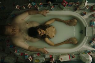 Frankie Shaw nude topless in the tub – Smilf (2019) s2e2 HD 1080p
