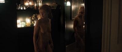 Rosamund Pike nude full frontal - A Private War (2018) HD 1080p BluRay (5)
