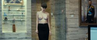 Yuliya Snigir nude topless Aleksandra Bortich nude too - Pro lyubov (RU-2015) HD 1080p Web