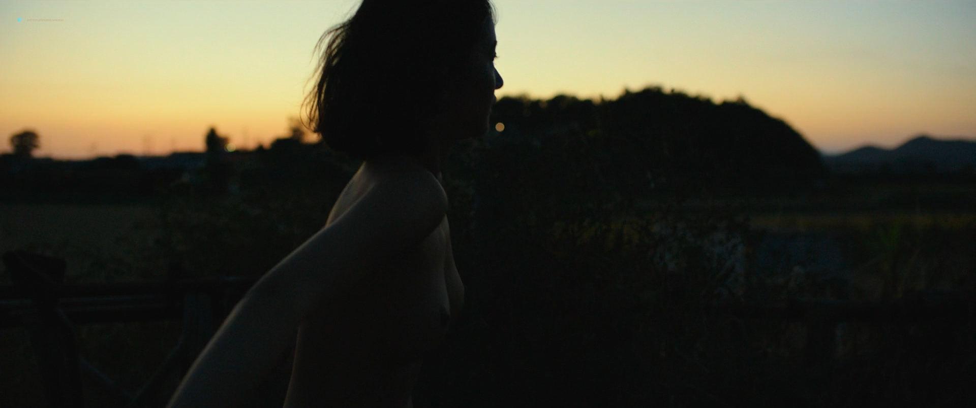 Jeon Jong-seo nude topless and sex - Burning (KR-2018) HD 1080p BluRay (8)