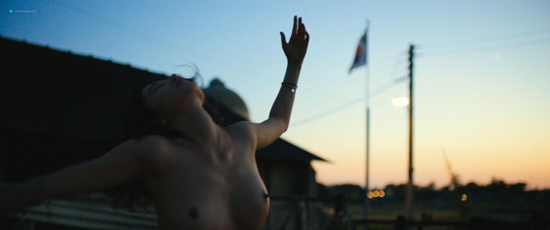 Jeon Jong-seo nude topless and sex - Burning (KR-2018) HD 1080p BluRay (2)