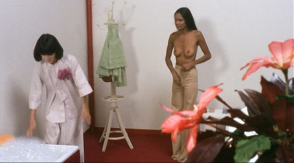 Laura Gemser nude full frontal and lot of sex Ely Galleani and others nude - Emanuelle in Bangkok (1976) (18)